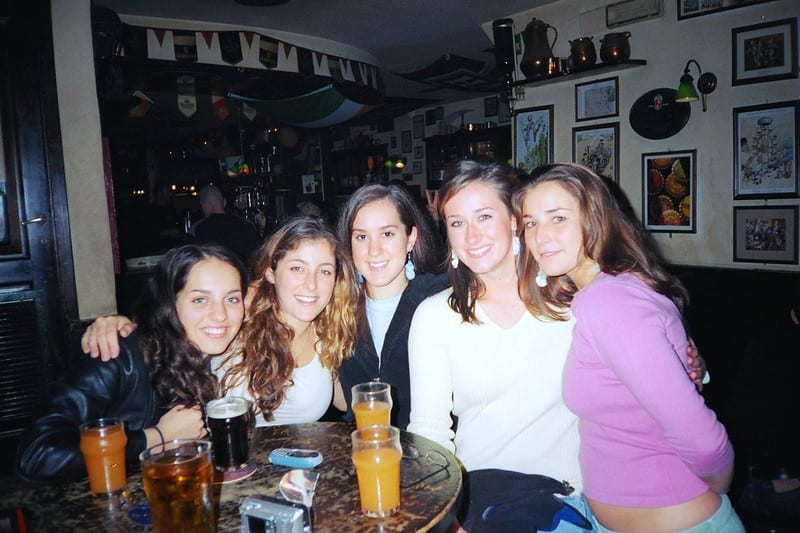 Girls at the bar, Florence