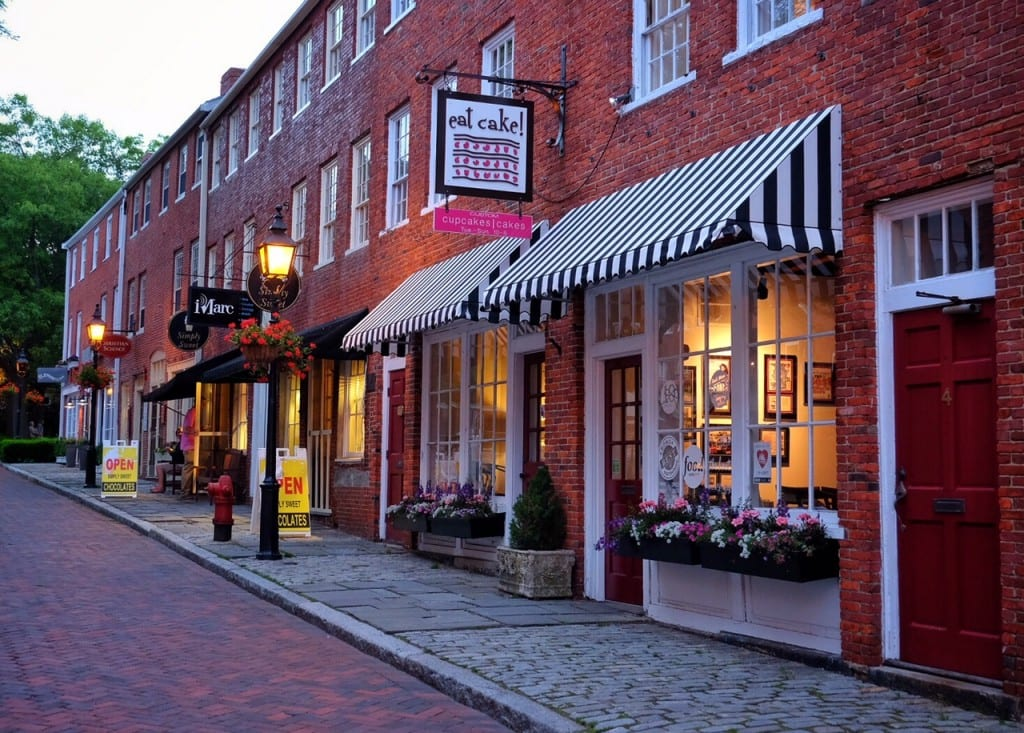 Empty streets and cute shops in Newburyport, Mass.